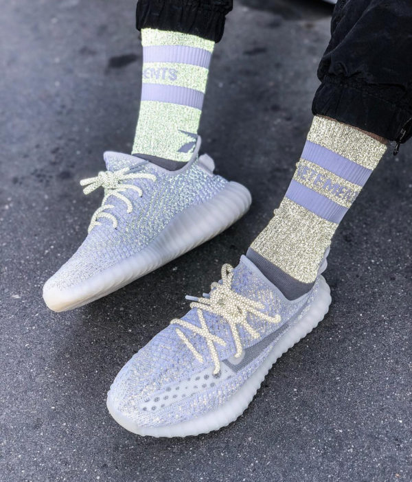 Kanye West x Adidas Yeezy Boost 350 V2 grise et réfléchissante (2)