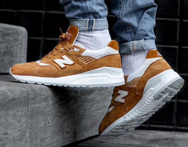 New Balance M 998 TTC  daim marron pour homme on feet  (1)