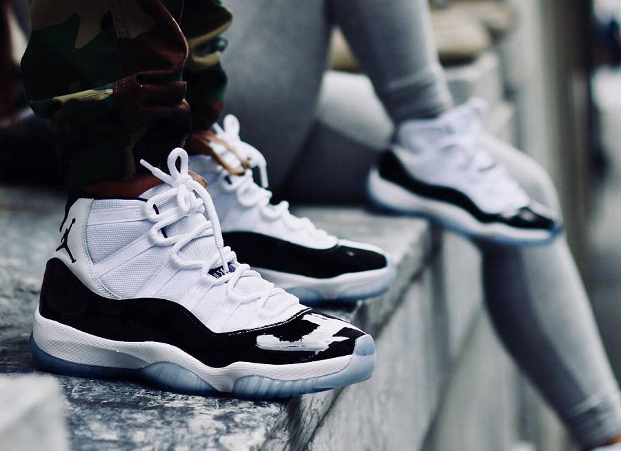 Nike Air Jordan 11 Concords 2018 blanche et noire on feet (4)