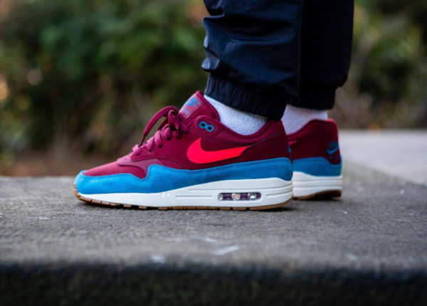 Nike Air Max 1 'Teal Burgundy' Red Orbit Green Abyss on feet