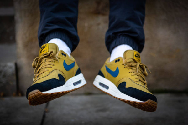 Nike Air Max One homme jaune moutarde bleue et noire (4)