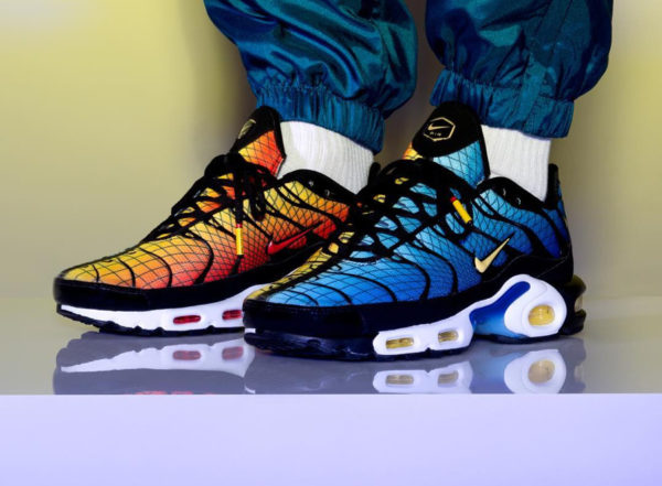 Nike Air Max Plus TN SE Requin 'Greedy' Hyperblue & Sunset on feet (1)