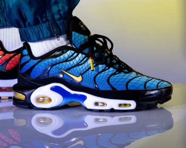 Nike Air Max Plus TN SE Requin 'Greedy' Hyperblue & Sunset on feet (2)