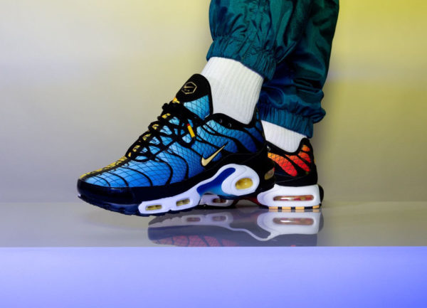 Nike Air Max Plus TN SE Requin 'Greedy' Hyperblue & Sunset on feet (4)