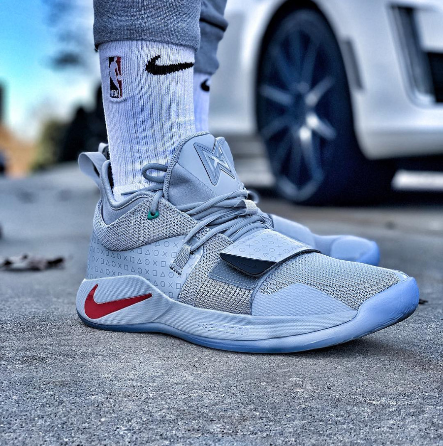 Nike Playstation Paul George 2.5 grise on feet (1)
