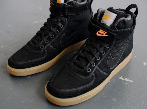 new style cd359 4bf68 Nike Vandal High Supreme PRM Carhartt WIP noire Black Gum (couv)
