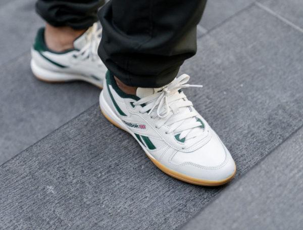 Reebok Unphased Pro beige et verte (gumsole) on feet  (2)