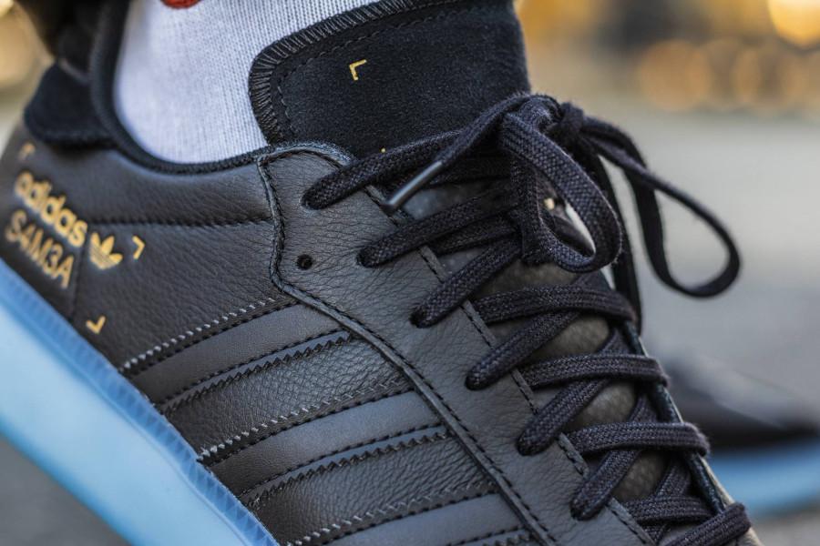 Adidas Originals noir Restomod noire avec semelle translucide bleue (1)