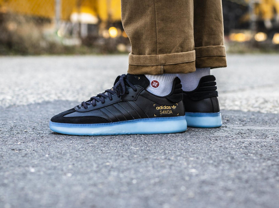 Adidas Originals noir Restomod noire avec semelle translucide bleue (2-1)