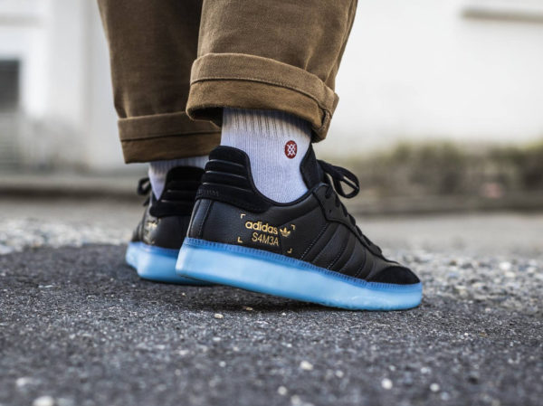 Adidas Originals noir Restomod noire avec semelle translucide bleue (2)