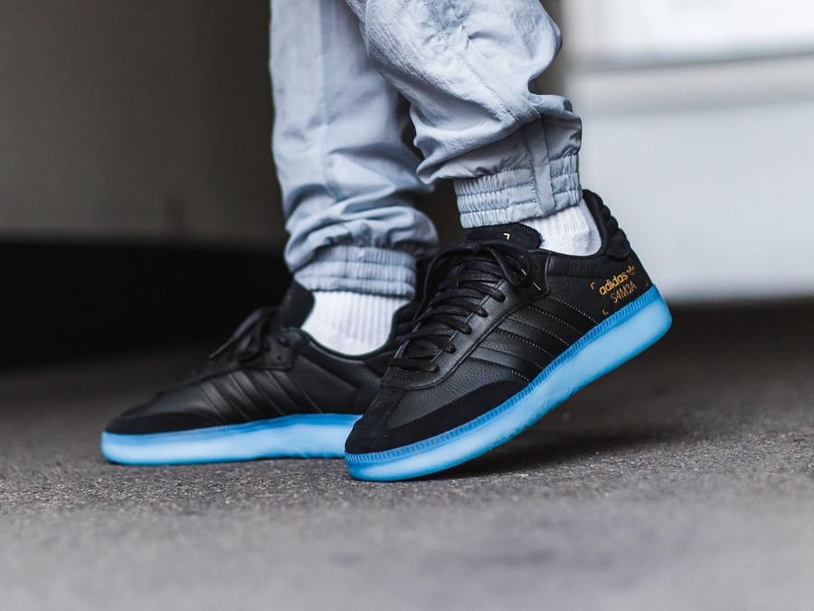 Adidas Originals noir Restomod noire avec semelle translucide bleue