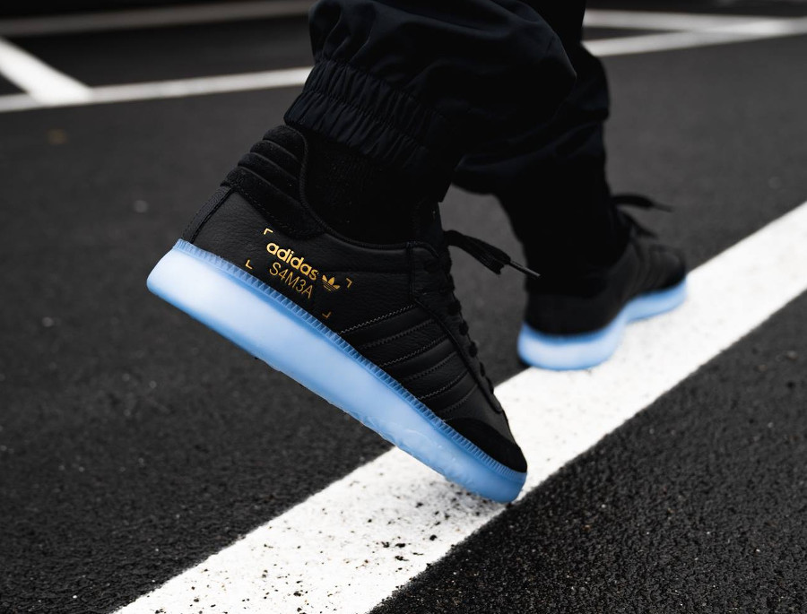 Adidas Samba RM Boost noire Core Black Shock Cyan on feet