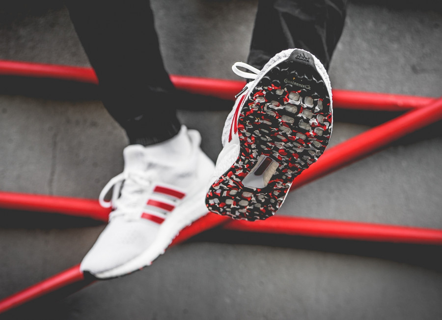 Adidas UltraBoost 4.0 blanche et rouge (effet marbre) (2)