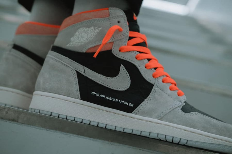 Air Jordan 1 Retro High OG Neutral Grey Hyper Crimson (3)