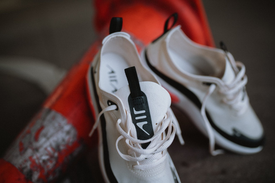 Nike Air Max Dia SE 'Pale Ivory Bright Crimson Black' (1)