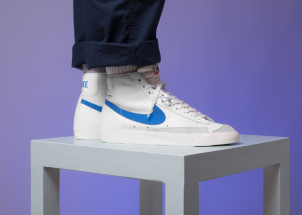 Nike Blazer Mid '77 Leather VNTG blanche et bleue (1)