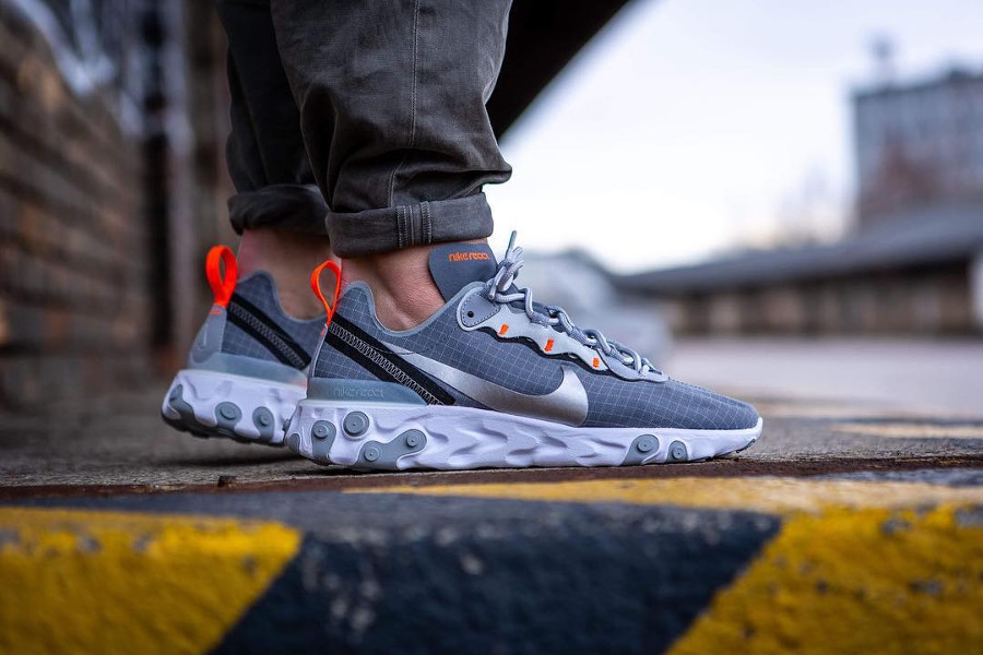 Nike React Element 55 Grise Grid Cool Grey on feet