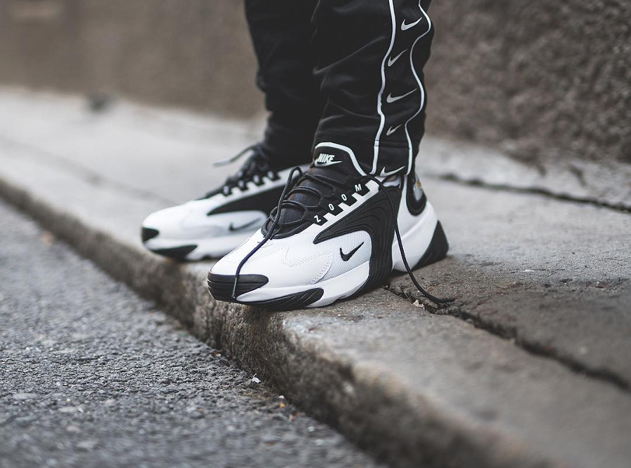 Nike Zoom 2K White Black homme on feet (3)