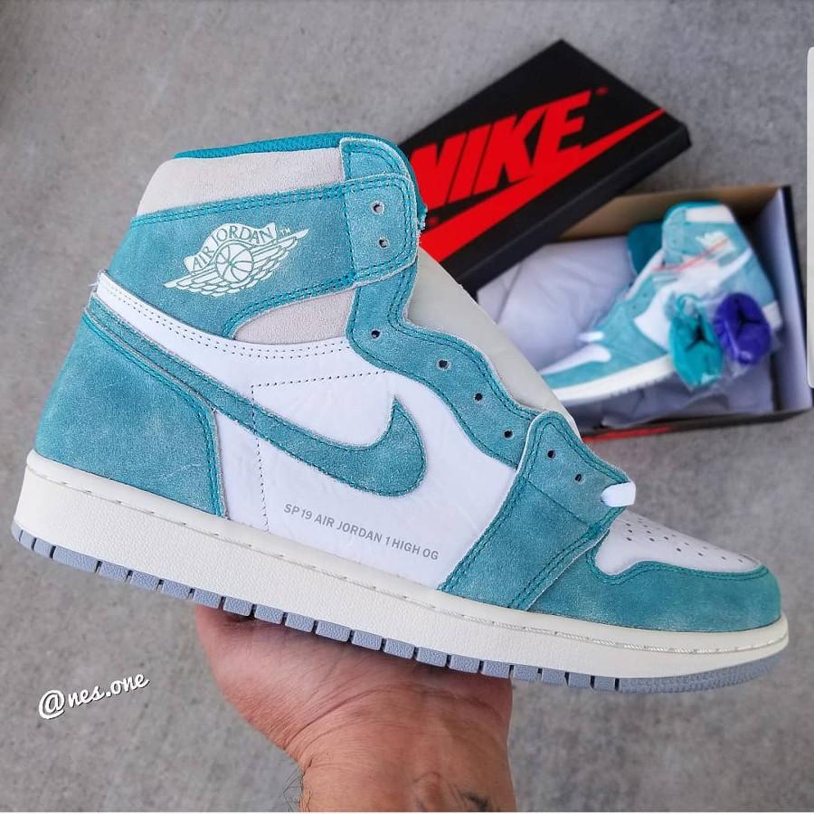 Air Jordan 1 montante UNC blanche et en suede vert turquuoise (1)