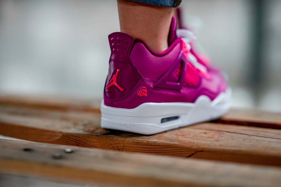 Air Jordan 4 Retro GS Valentine's Day 2019