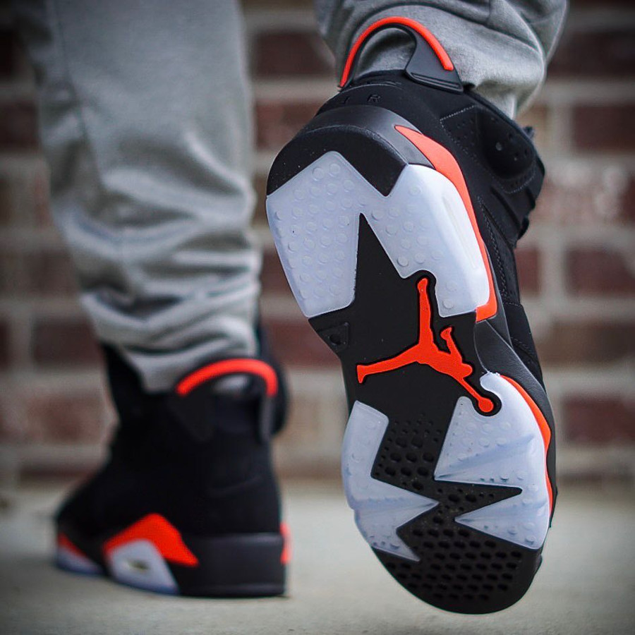 Air Jordan VI Black Infrared Retro 2019 on feet (1)