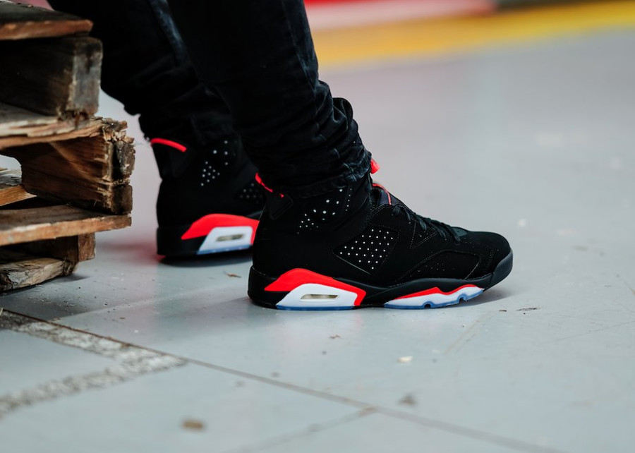 Air Jordan VI Black Infrared Retro 2019 on feet (5)