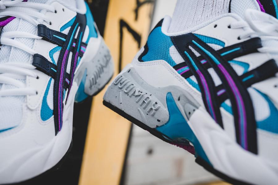 Asics Gel Kayano 5 blanche noire violet et bleu turquoise on feet (4)