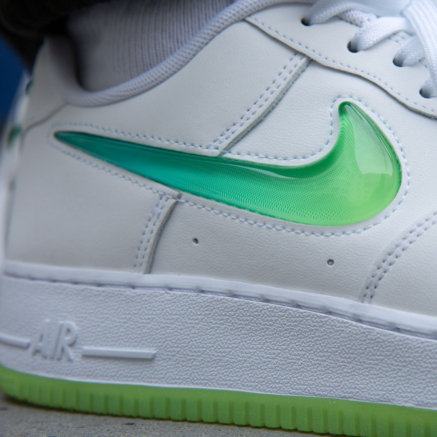 preview of fashion style classic style Faut-il acheter la Nike Air Force 1 Jelly Swoosh White Volt ...