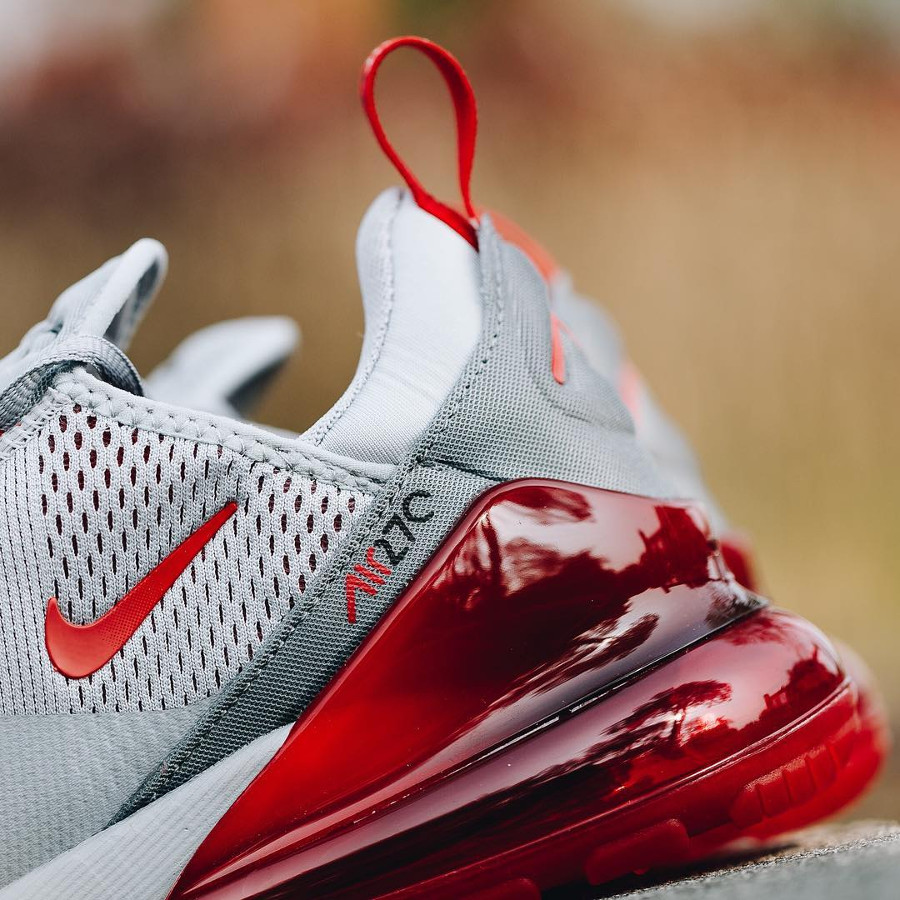 Nike Air Max 270 grise avec une grosse bulle rouge écarlate (5)