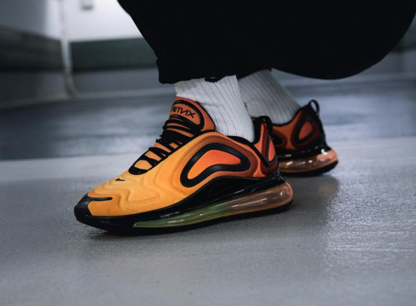 chaussure air max 720 gris et fluo