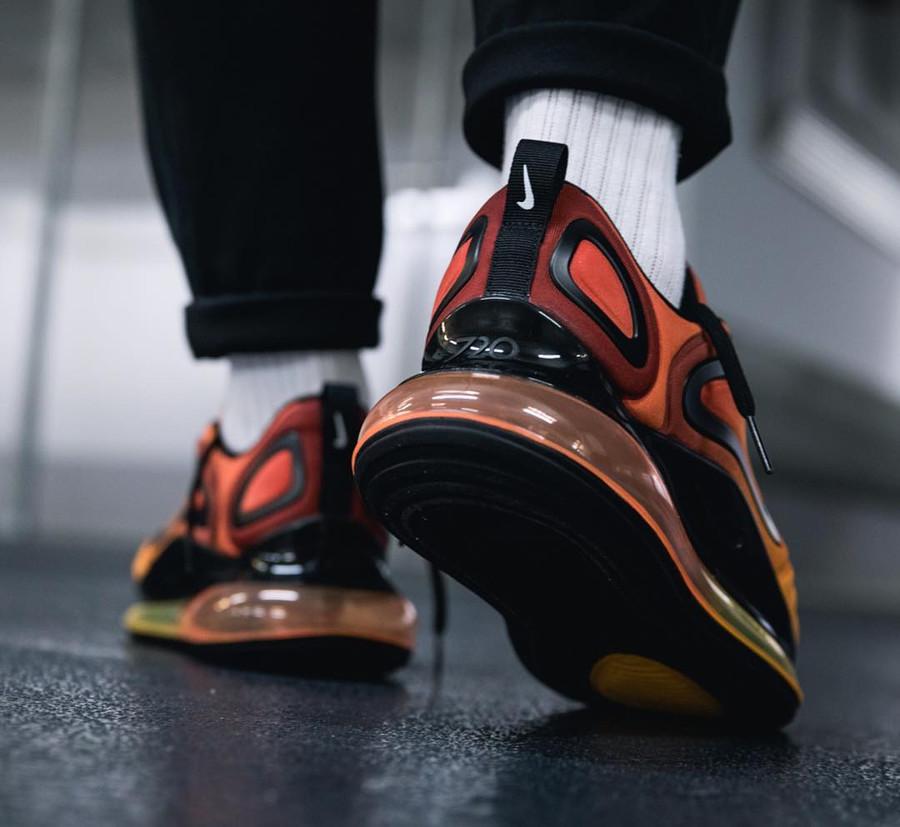 Nike Air Max 720 avec un dégradé orange et jaune (3)