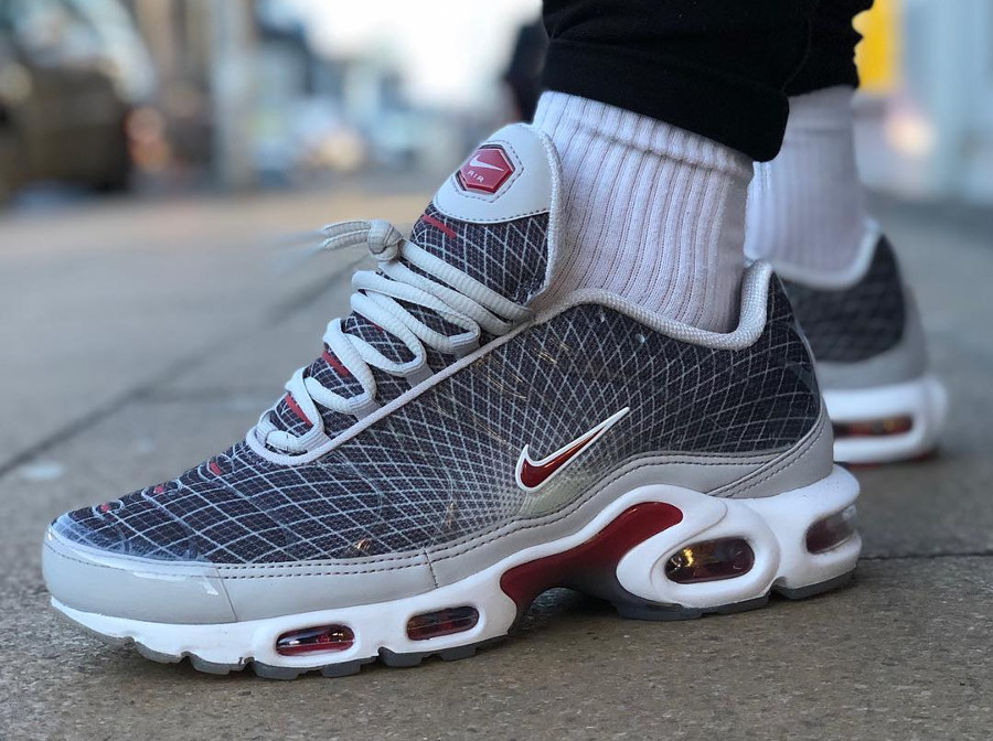 Nike Air Max Plus OG 'The Grid' Neutral Grey Varsity Red