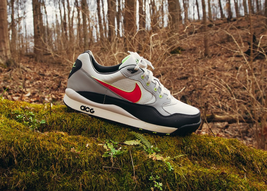 Nike Air Wildwood ACG OG Pure Platinum Comet Red QS (1)