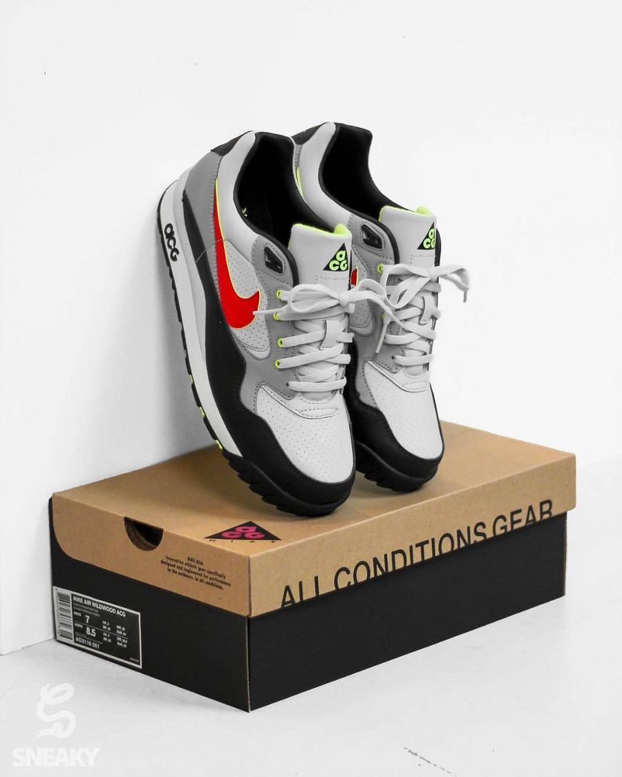 Nike Air Wildwood ACG OG Pure Platinum Comet Red QS