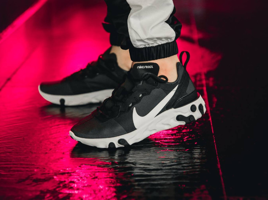 Nike React Element 55 Black White aux pieds (2)