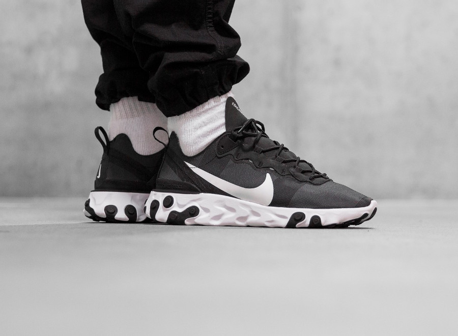 Nike React Element 55 Black White aux pieds (5)