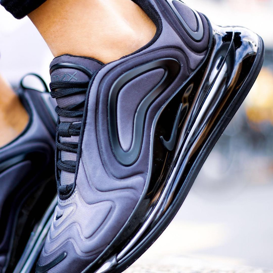 Nike Wmns Air Max 720 Total Eclipse (2)