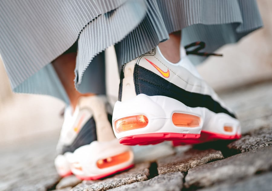 Nike Wmns Air Max 95 Midnight Navy Laser Orange Pure Platinum