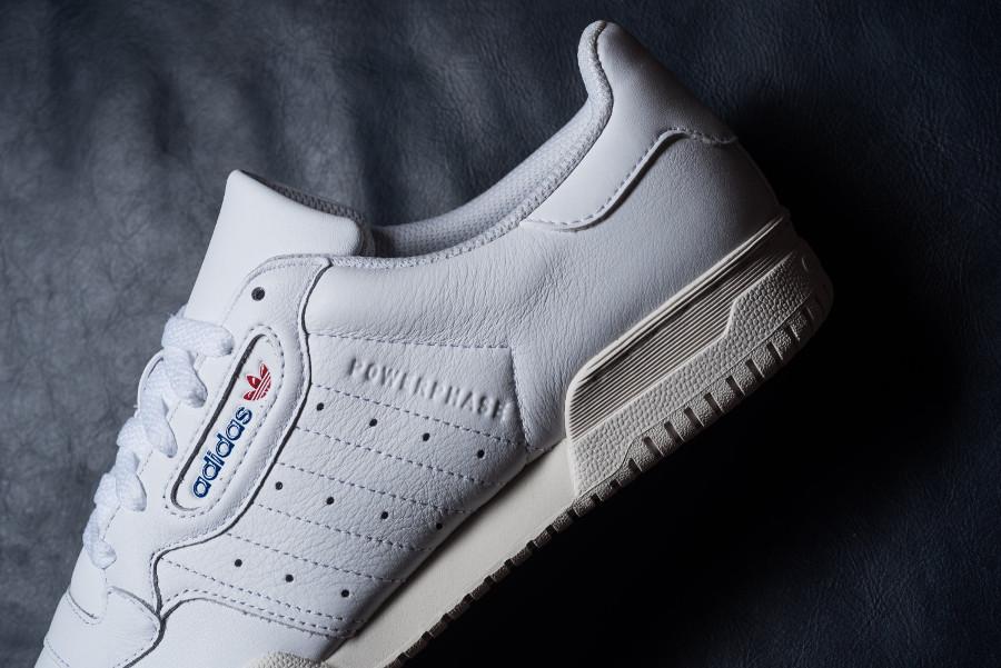 Adidas Powerphase en cuir blanc avec semelle vintage (1)