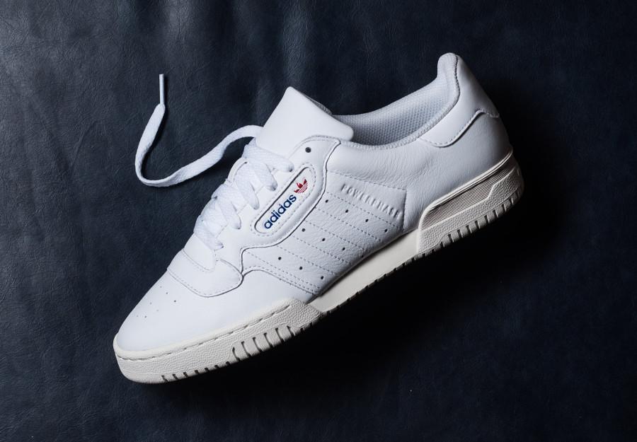 Adidas Powerphase en cuir blanc avec semelle vintage