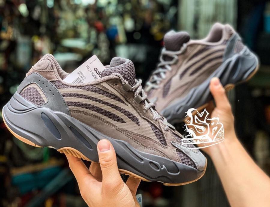 Adidas Yeezy 700 Boost V2 marron et grise (1)