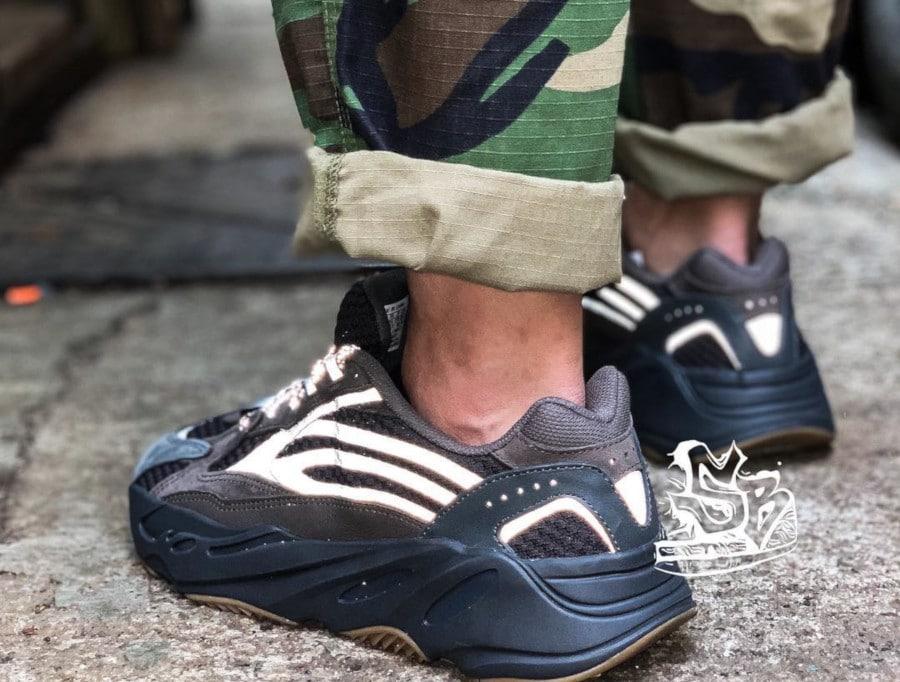 Adidas Yeezy 700 Boost V2 marron et grise (4)