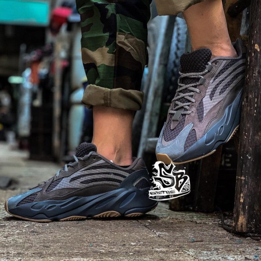 Adidas Yeezy 700 Boost V2 marron et grise (5)