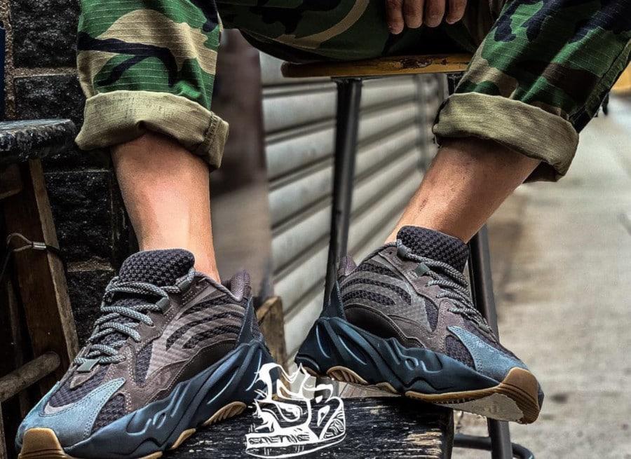 Adidas Yeezy 700 Boost V2 marron et grise (6)