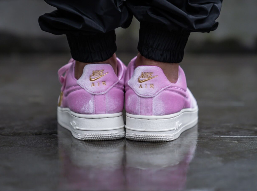Nike Air Force 1 '07 Premium 3 'Velvet' Pink Rise Sail (1)