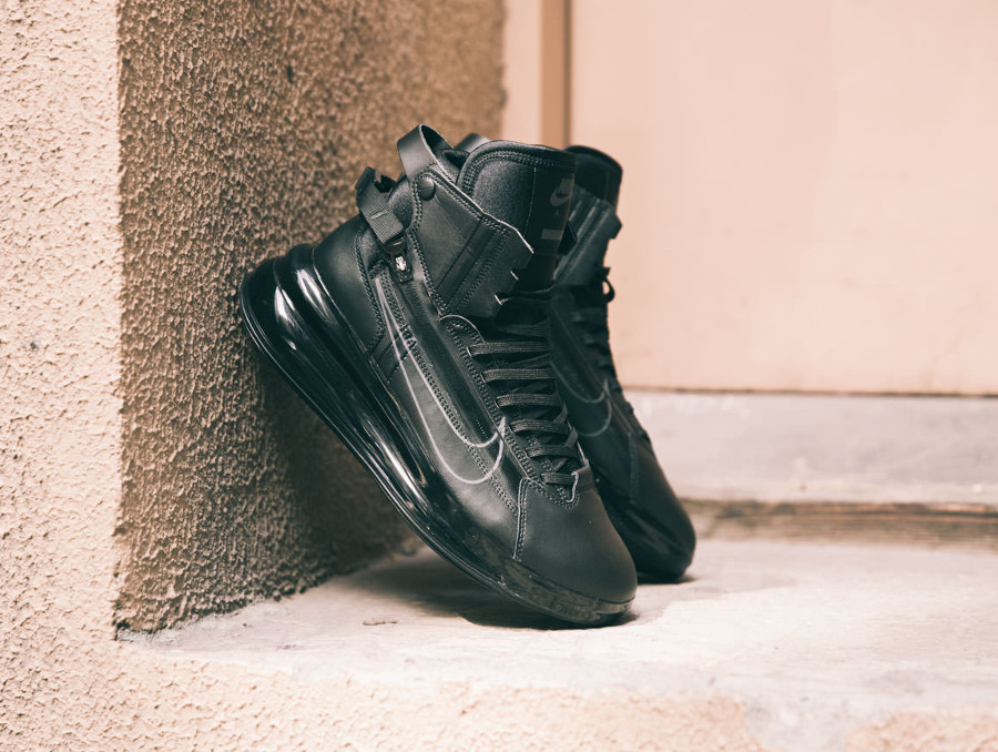 Nike Air Max 720 Saturn 'Triple Black' (1)