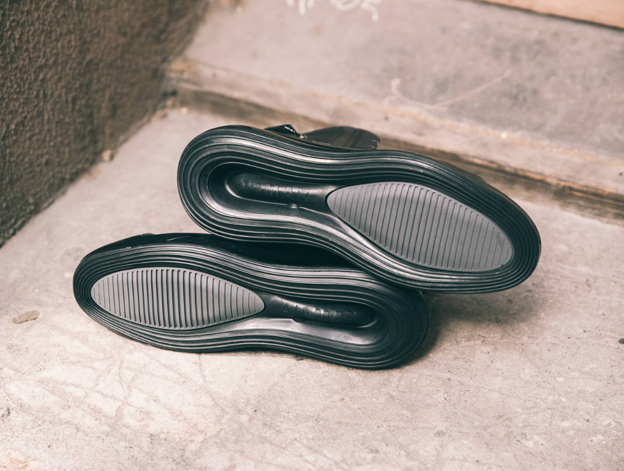 Nike Air Max 720 Saturn 'Triple Black' (4)