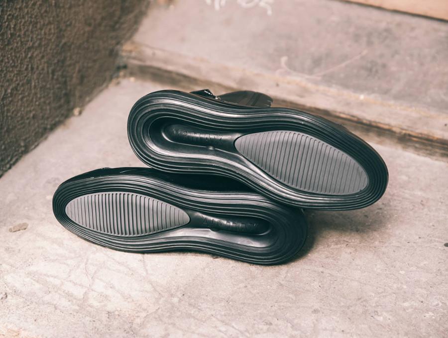 Nike Air Max 720 Saturn 'Triple Black' (4)
