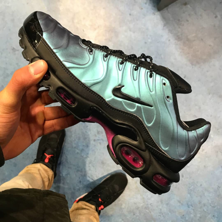 Nike Air Max Plus SE TN 'Black Laser Fuchsia' Throwback Future Pack (1)
