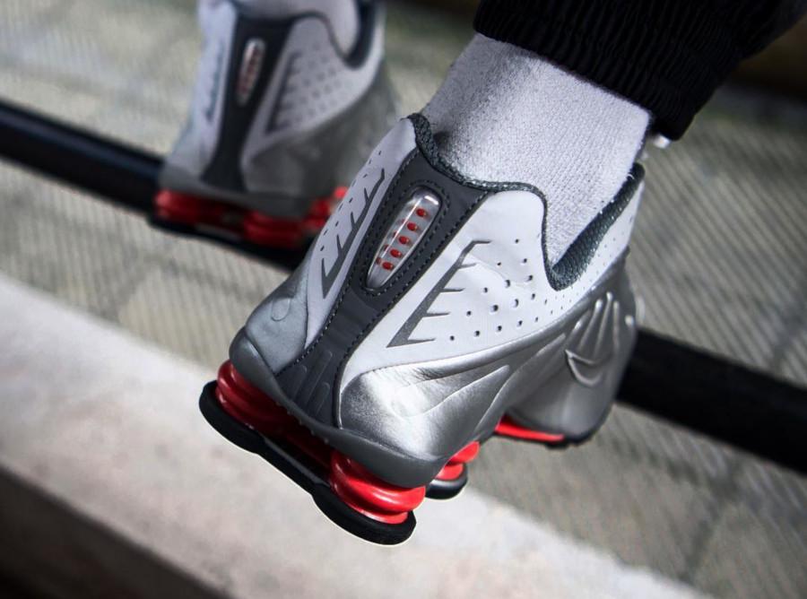 Nike Shox R4 White Comet Red BV1111 100 (1)